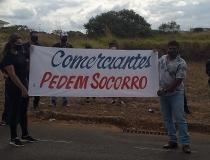 Comerciantes fazem protesto pacífico pela abertura do comércio