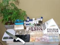 Um é preso e outros dois são procurados por tráfico de drogas em Araxá