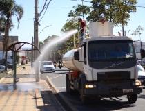 Desinfecção de áreas públicas com hipoclorito de sódio continua em Araxá