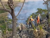 Bombeiros da 2ª Cia de Araxá integram força tarefa para combate a incêndio de grandes proporções na Serra da Canastra