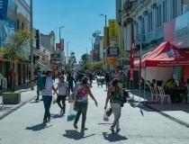 Confiança de empresários e consumidores recua na prévia de outubro