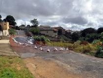 Prefeitura trabalha para proteger área afetada por desmoronamento